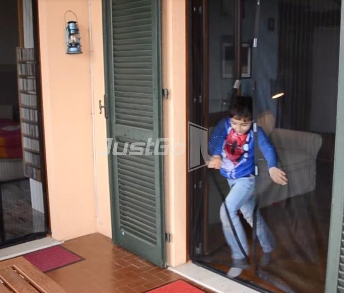 Zanzariere magnetiche la zanzariera con calamita che - Zanzariere mobili per finestre ...